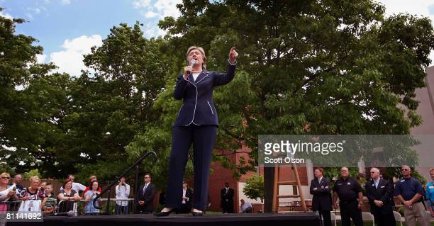 Democratic presidential candidate Sen Hillary Clinton speaks at a rally on the campus of Western Kentucky University May 18 2008 in Bowling Green...