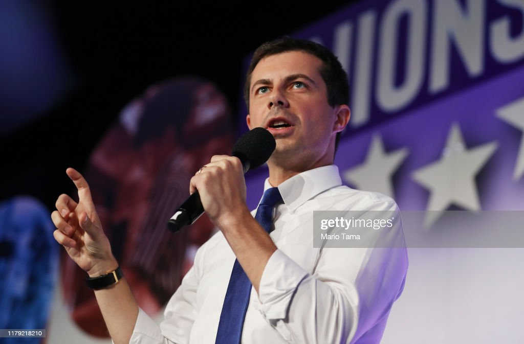 """Democratic Presidential Candidates Attend """"Union For All"""" Summit In Los Angeles : News Photo"""