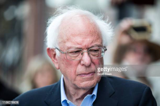 Democratic presidential candidate US Sen Bernie Sanders joins a group of people with diabetes on a trip to Canada for affordable Insulin on July 28...