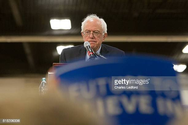 Democratic presidential candidate US Sen Bernie Sanders speaks in the Activities and Recreation Center on the campus of the University of Illinois at...