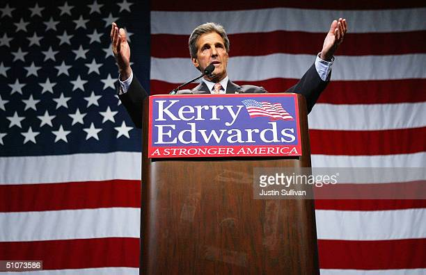 Democratic presidential candidate US Sen. John Kerry speaks during a fundraiser at the Charleston Civic Center July 15, 2004 in Charelston, West...