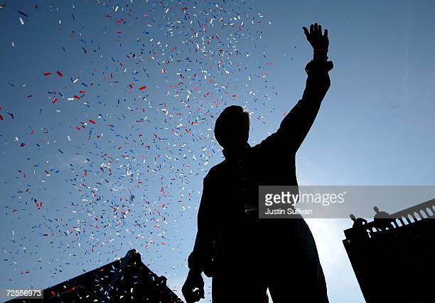 Democratic presidential candidate US Senator John Kerry gestures as he speaks at a rally during the 'Believe in America' bus and train tour August 1...