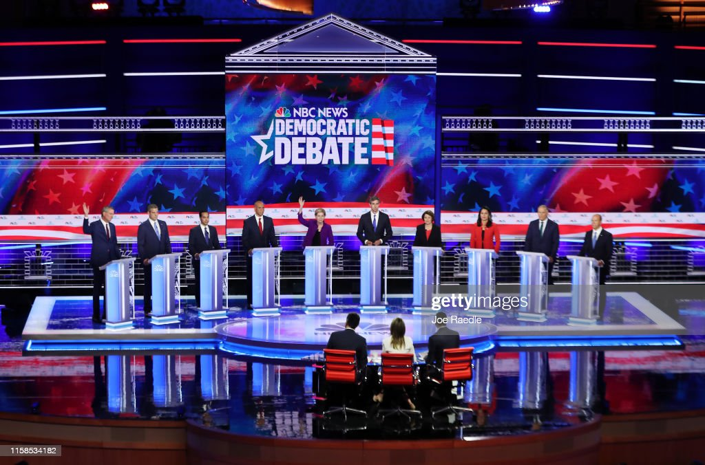 Democratic Presidential Candidates Participate In First Debate Of 2020 Election Over Two Nights : Foto jornalística