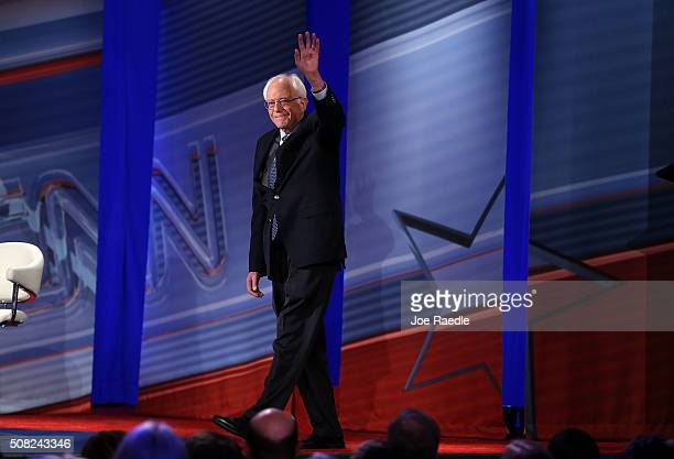 Democratic Presidential candidates Sen Bernie Sanders waves to the crowd during a CNN and the New Hampshire Democratic Party hosted Democratic...