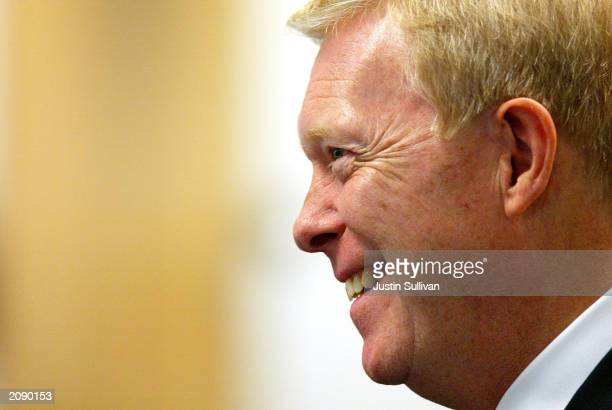 Democratic presidential hopeful Dick Gephardtspeaks to members of the Silicon Valley Manufacturing Group June 17 2003 while campaigning in Sunnyvale...