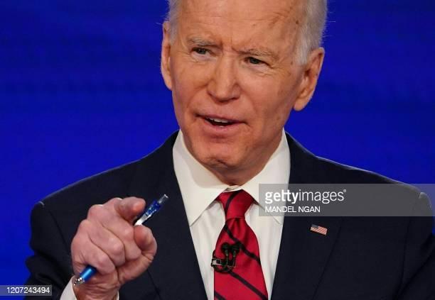 Democratic presidential hopeful former US vice president Joe Biden and Senator Bernie Sanders take part in the 11th Democratic Party 2020...