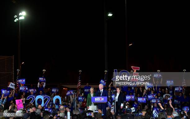 TOPSHOT Democratic presidential hopeful former Vice President Joe Biden flanked by his wife Jill and sister Valerie Biden Owens speak during a Super...