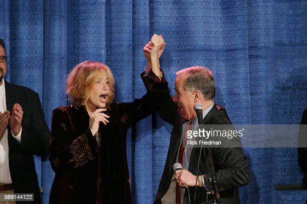 Democratic presidential hopeful Howard Dean shares a moment with singersongwriter Carly Simon at a fundraiser at Davio's Restaurant in Boston Simon...