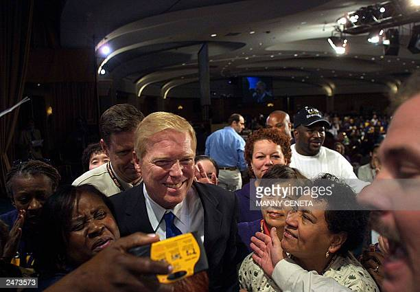 US Democratic presidential hopeful Missouri Representative Dick Gephardt is surrounded by unidentified union members after delivering a speech at the...
