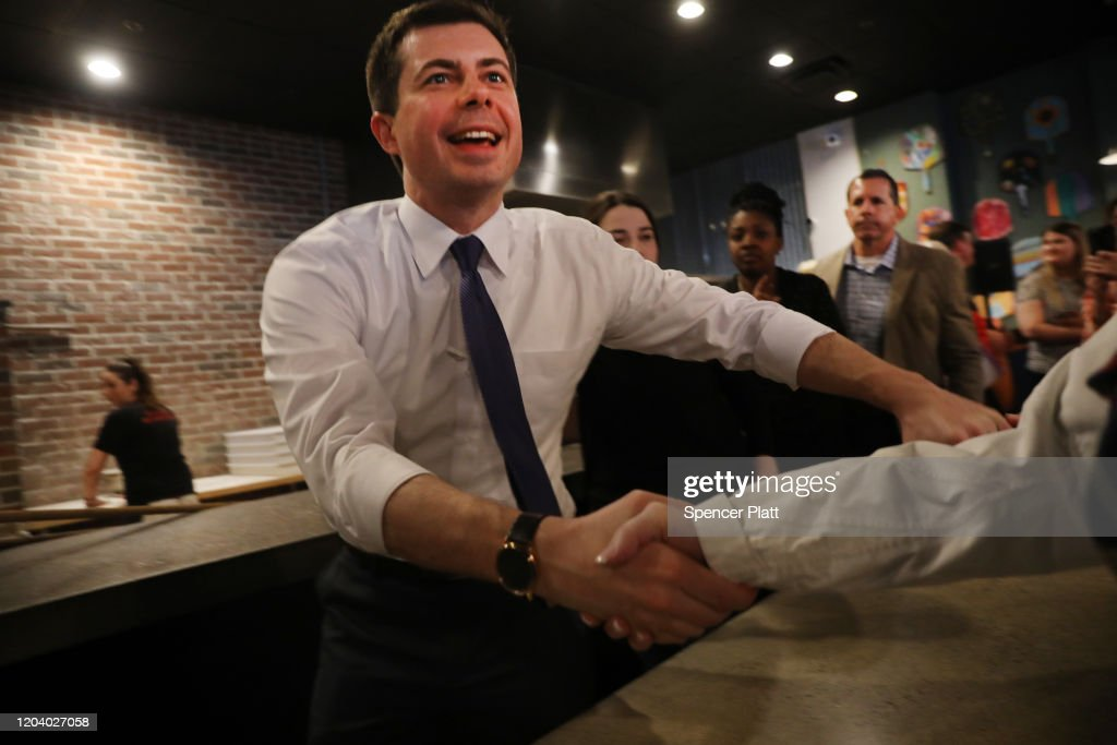Presidential Candidate Pete Buttigieg Begins Bus Tour Across NH Ahead Of Primary : ニュース写真