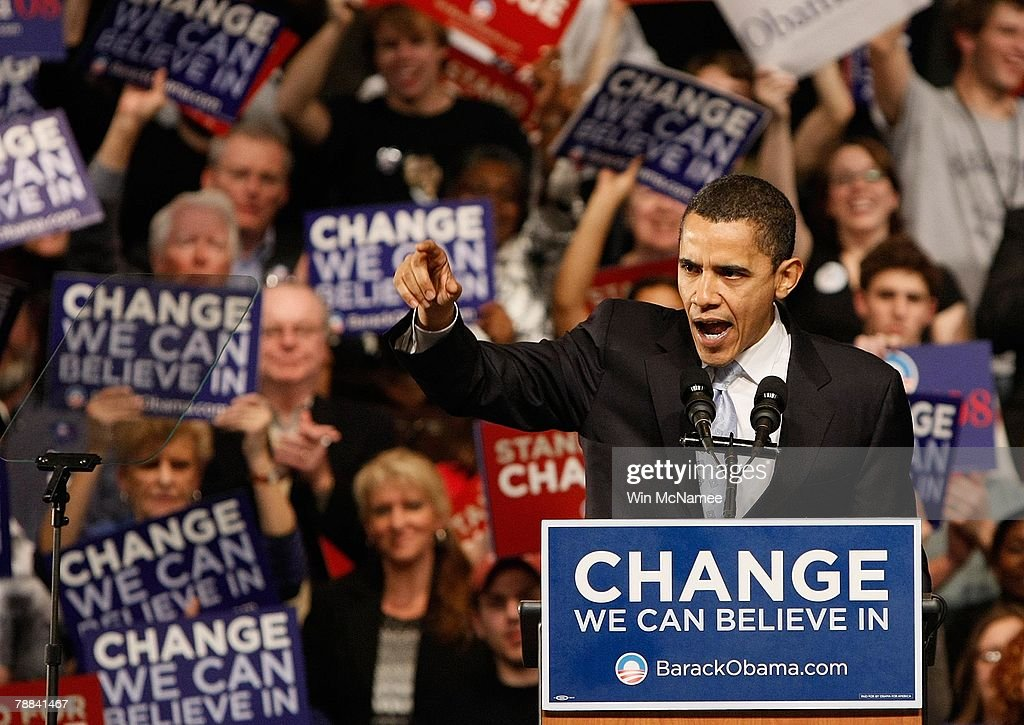 Obama And Supporters Rally On Night Of New Hampshire Primary : News Photo