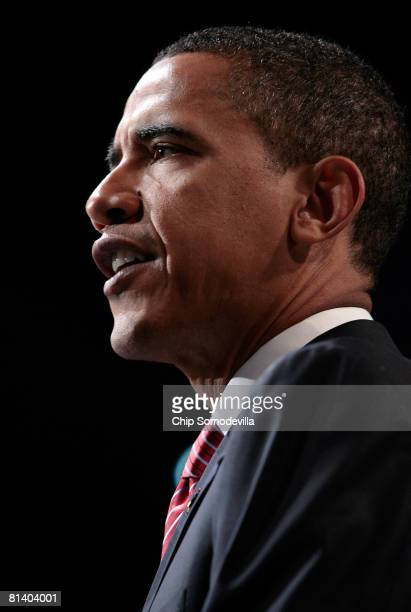 Democratic presidential hopeful Sen Barack Obama addresses the American Israel Public Affairs Committee Policy Conference at the Washington...