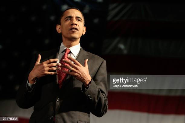 Democratic presidential hopeful Sen Barack Obama answers questions posed by audience members during a campaign stop at the Albuquerque Convention...