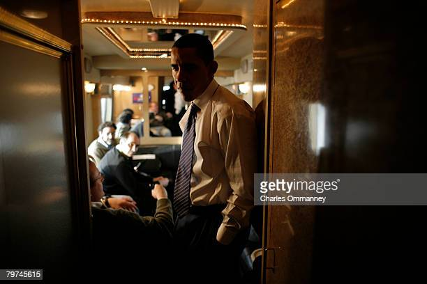 Democratic presidential hopeful Senator Barack Obama talks with his senior aides and makes phone calls aboard his campaign bus, December 31, 2007 on...