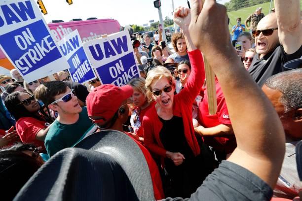 MI: Elizabeth Warren Joins Striking UAW Workers At he Picket Lines In Detroit