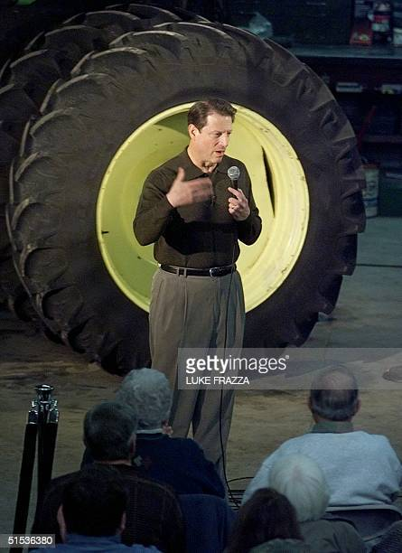 Democratic presidential hopeful US Vice President Al Gore talks to supporters on the Menz family farm in Perry Iowa 21 January 2000 Gore is scheduled...