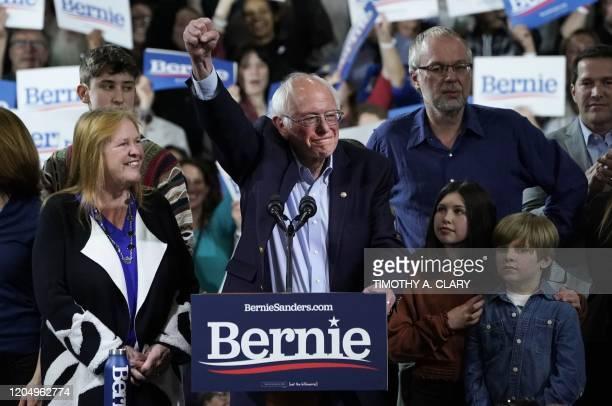 Democratic presidential hopeful Vermont Senator Bernie Sanders accompagnied by his wife Jane O'Meara Sanders his son Levi Sanders and grandchildren...
