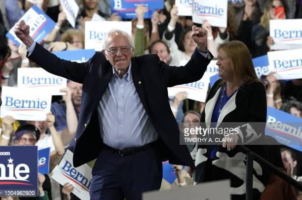 TOPSHOT Democratic presidential hopeful Vermont Senator Bernie Sanders accompagnied by his wife Jane O'Meara Sanders arrives during a 2020 Super...