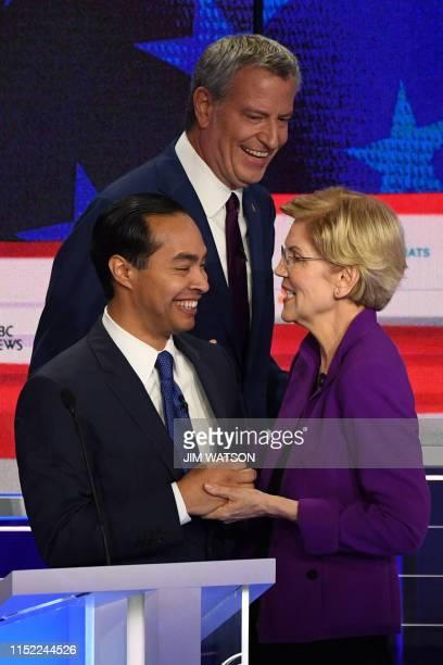 Democratic presidential hopefuls former US Secretary of Housing and Urban Development Julian Castro Mayor of New York City Bill de Blasio and US...
