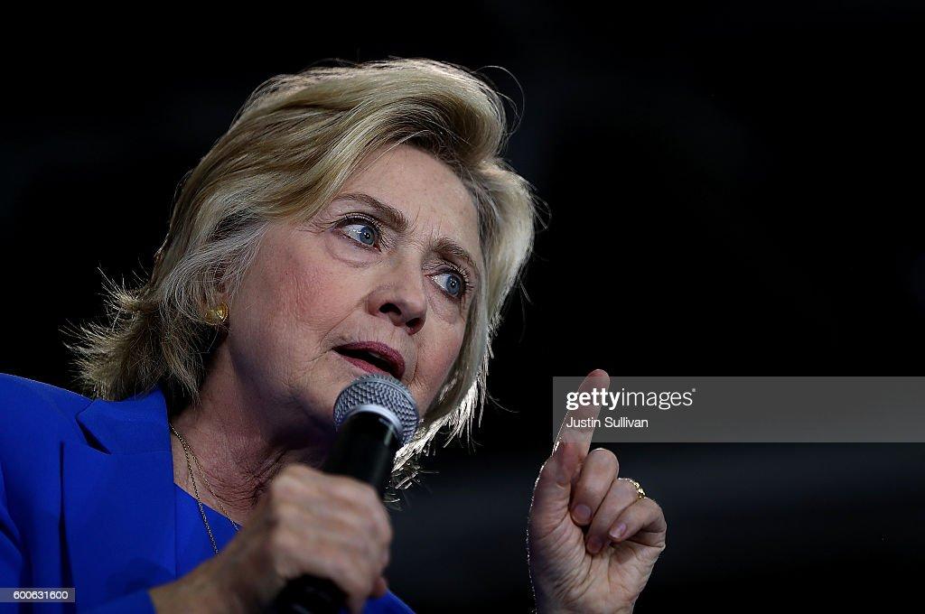 Democratic Presidential Candidate Hillary Clinton Campaigns In Charlotte, North Carolina : News Photo