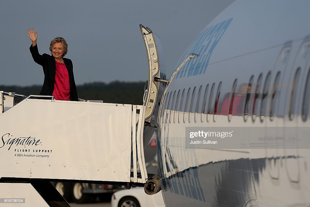 Democratic presidential nominee former Secretary of State Hillary Clinton waves as she boards her campaign plane at Raleigh-Durham International Airport on September 27, 2016 in Morrisville, North Carolina. Hillary Clinton is campaigning in North Carolina a day after facing off with Republican presidential nominee Donald Trump in the first presidential debate.