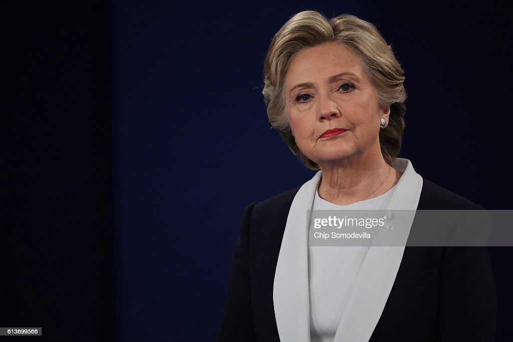 Candidates Hillary Clinton And Donald Trump Hold Second Presidential Debate At Washington University : News Photo
