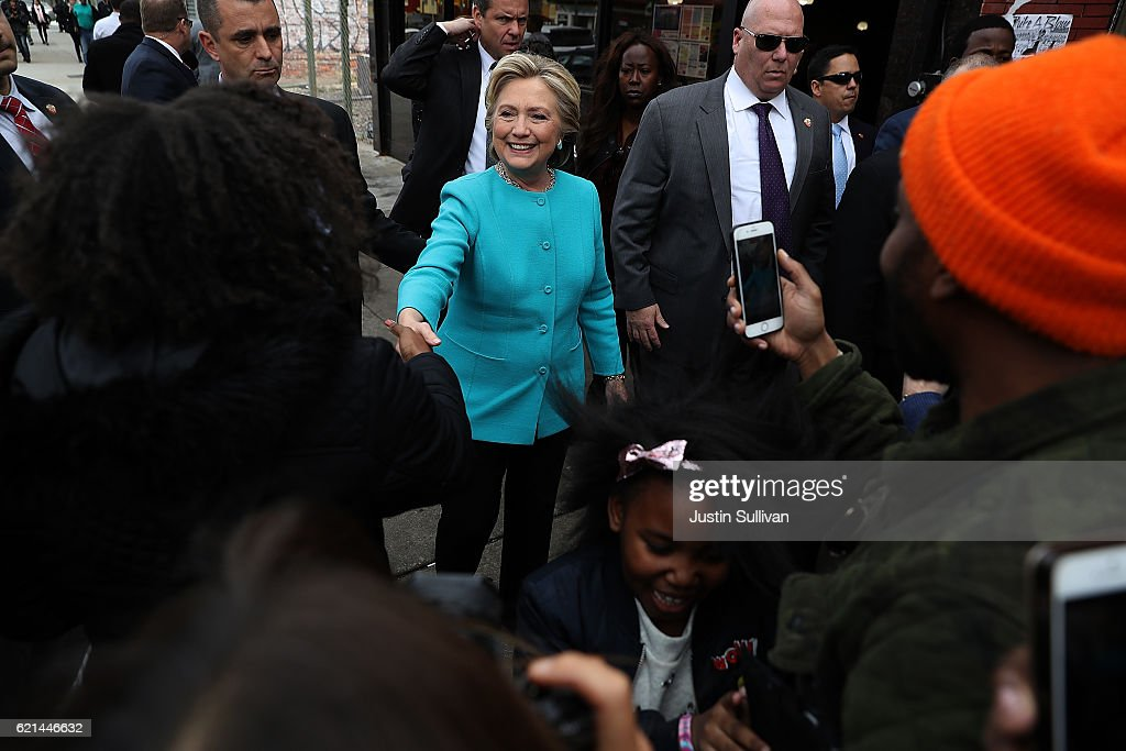 Hillary Clinton Campaigns In Crucial States Ahead Of Tuesday's Presidential Election : News Photo