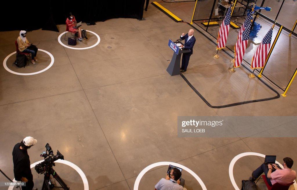 TOPSHOT-US-POLITICS-VOTE-DEMOCRATS-BIDEN : News Photo