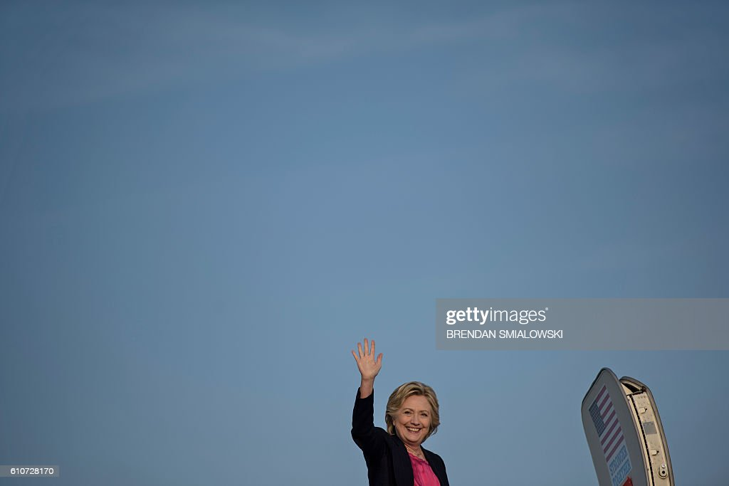 TOPSHOT - Democratic presidential nominee Hillary Clinton boards her plane at Raleigh-Durham International Airport September 27, 2016 in Morrisville, North Carolina. / AFP / Brendan Smialowski