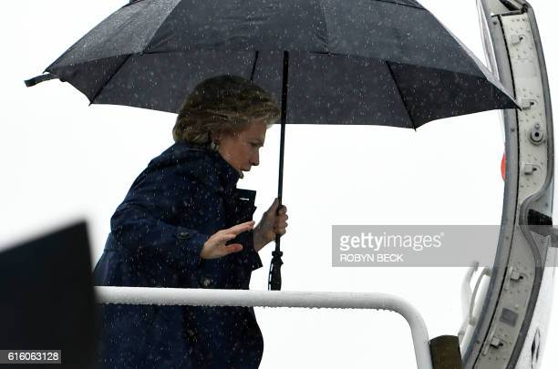 TOPSHOT Democratic presidential nominee Hillary Clinton boards her plane in White Plains NY on her way to Cleveland Ohio October 21 2016 / AFP /...