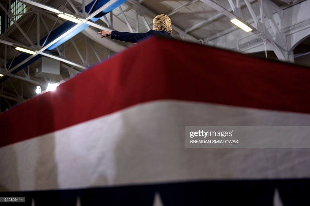 Democratic presidential nominee Hillary Clinton speaks during an Ohio Democratic Party rally October 3, 2016 in Akron, Ohio. / AFP / Brendan Smialowski