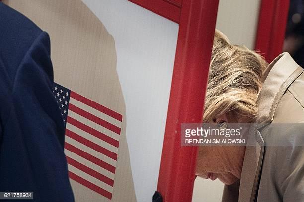 Democratic presidential nominee Hillary Clinton votes at Douglas G. Griffin School November 8, 2016 in Chappaqua, New York. / AFP / Brendan Smialowski
