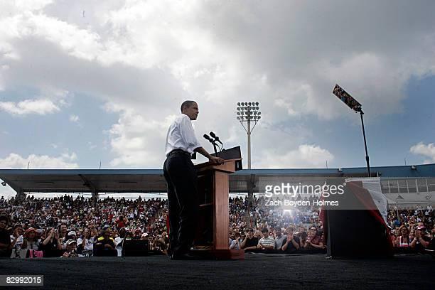Democratic Presidential nominee US Sen Barack Obama speaks to an estimated crowed of 11000 September 24 2008 at Knology Park in Dunedin Florida Obama...