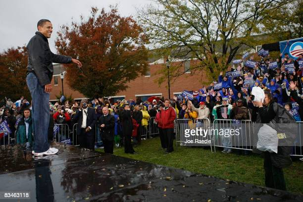 Democratic presidential nominee US Sen Barack Obama waves during a campaign rally at Widener University Main Quad October 28 2008 in Chester...