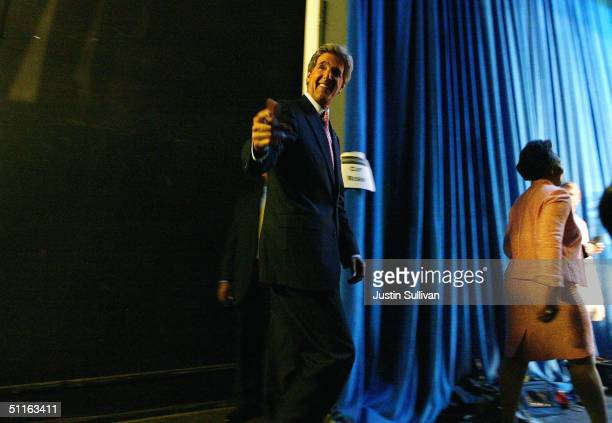 Democratic presidential nominee US Sen John Kerry waves as he walks onstage for a rally on the California State University Dominguez Hills August 12...