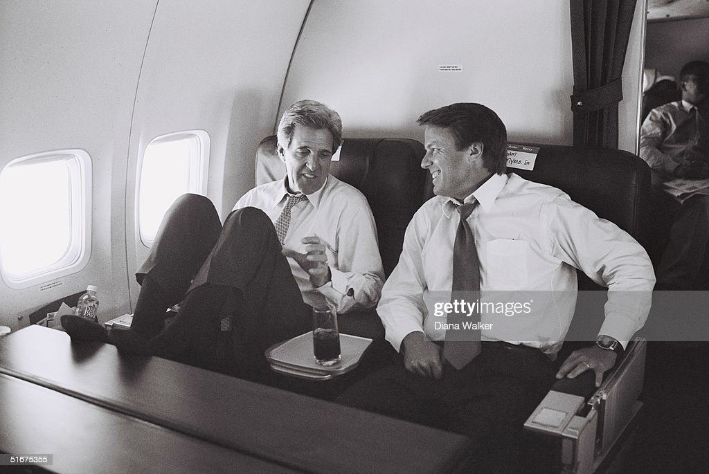 Private Moments With John Kerry While On The Campaign Trail : News Photo