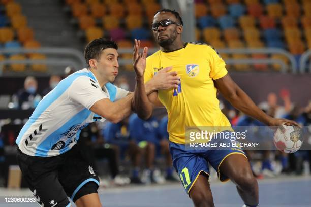 Democratic Republic of Congo's wing Olivier Botetsi is challenged by Argentina's left back Nicolas Bonanno during the 2021 World Men's Handball...