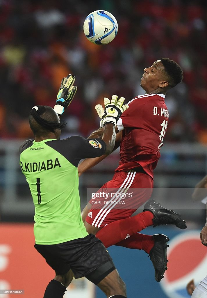 Democratic Republic of the Congo's goalkeeper Robert Kidiaba Muteba (L) vies with Congo's forward Dominique Malonga during the 2015 African Cup of Nations quarter final football match between Congo and Republic of the Congo in Bata, on January 31, 2015.