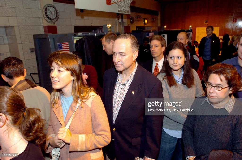 49 Iris Weinshall Photos And Premium High Res Pictures Getty Images She is a daughter of iris weinshall and senator chuck schumer, democrat of new york. https www gettyimages com detail 97322774 utm medium organic utm source google utm campaign iptcurl
