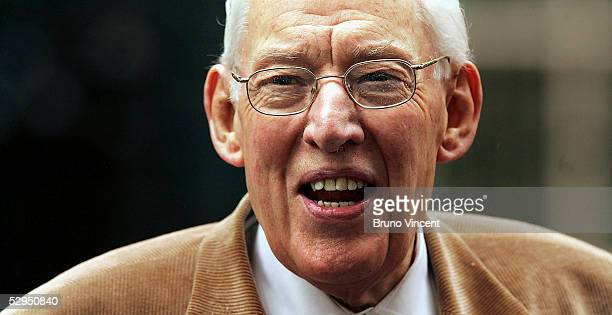 Democratic Unionists Party leader Ian Paisley speaks at a press conference outside Number 10 Downing Street May 19 2005 in London The DUP and Sinn...