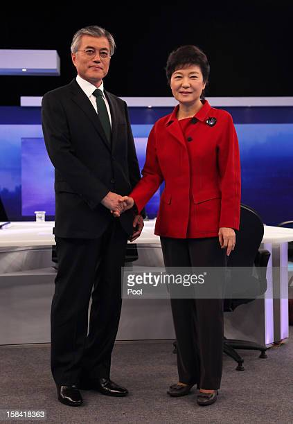 Democratic United Party candidate Moon Jae-In and Ruling Saenuri Party's presidential candidate Park Geun-Hye participate during a TV debate on...