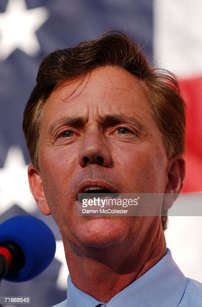 Democratic US Senate nominee Ned Lamont holds a rally at Yale University School of Medicine August 17 2006 in New Haven Connecticut Lamont beat US...