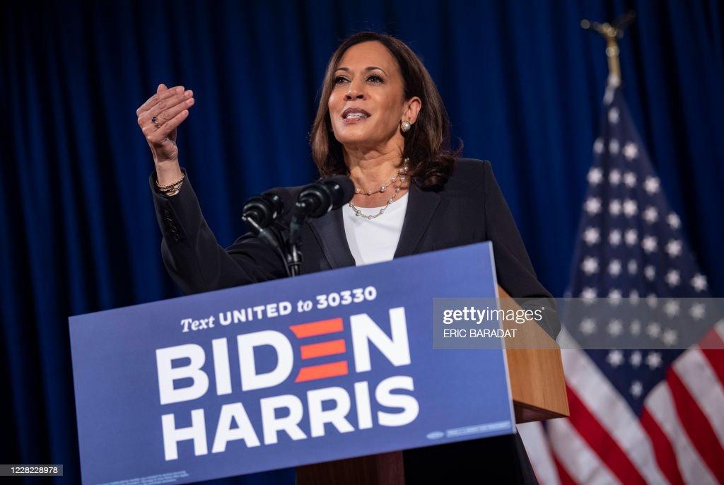 US-politics-VOTE-health-virus-HARRIS : News Photo