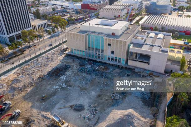 Demolition continues at the LACMA complex Wednesday, Aug. 19, 2020 in Los Angeles, CA. Brian van der Brug / Los Angeles Times via Getty Images)