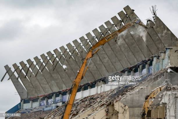 Demolition equipment demolishes the last wall of the Vicente Calderon stadium, located near buildings inhabited by residents of the Madrid Río area...