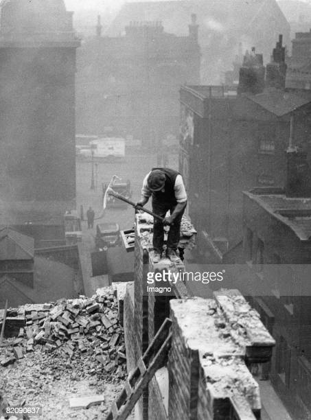Demolition of a house in the Quilp Street where Oliver Twist lived London England Photographie January 18th 1935 [Abri des Hauses in der Londoner...