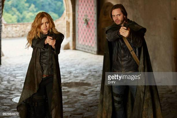 12 MONKEYS 'Demons' Episode 408 Pictured Amanda Schull as Cassandra Railly Aaron Stanford as James Cole