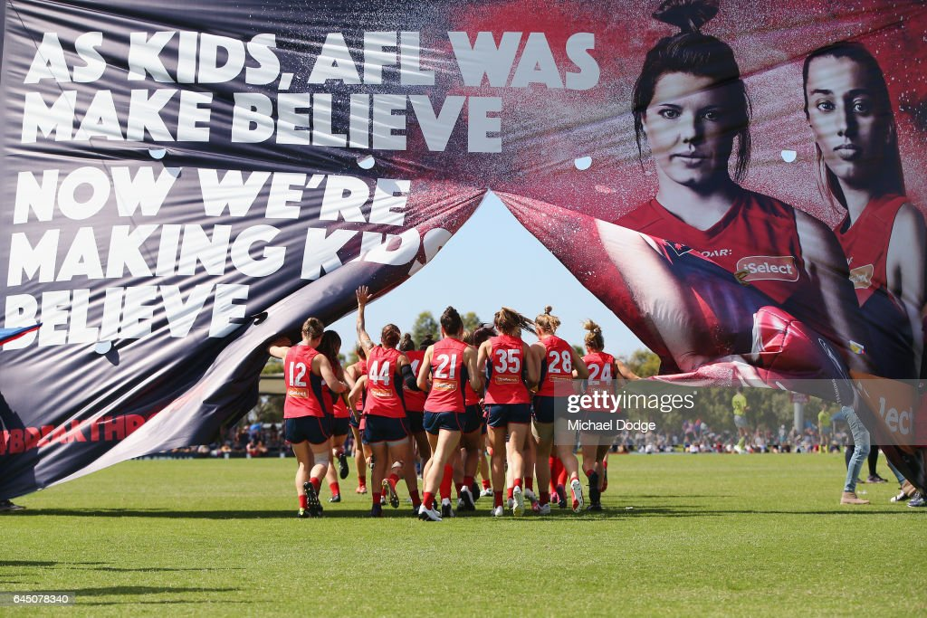 AFL Women's Rd 4 - Melbourne v Carlton : News Photo