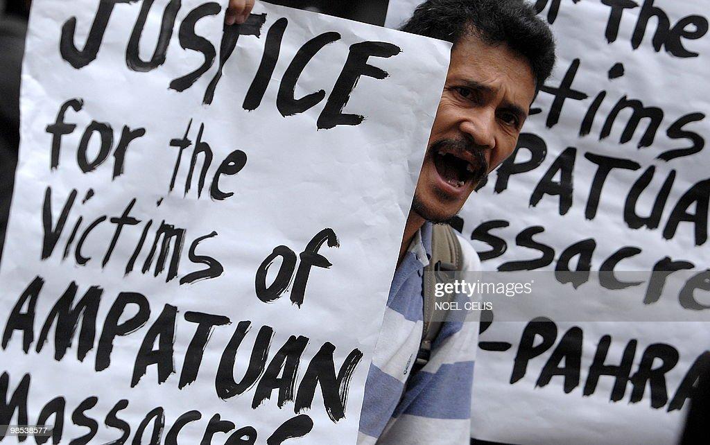 A demonstator attends a protest demandin : News Photo
