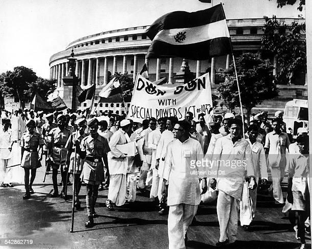 Demonstranten vor dem Parlamentsgebäudein Neu-Delhi :Gefordert wird die Befreiung Goasvon der portugiesischenKolonialherrschaft.-
